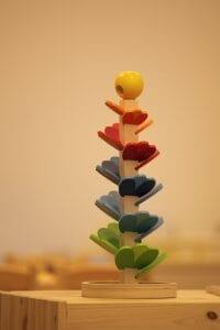 drevena hracka pre deti kvet v skolocke montessori